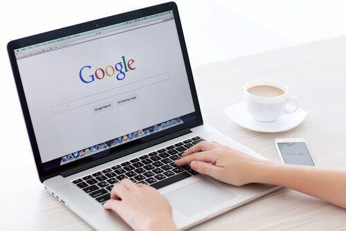Als Autor lässt sich mit Texte schreiben zusätzlich Geld verdienen. Für Unternehmen ist das Kaufen von Content eine enorme Zeitersparnis.