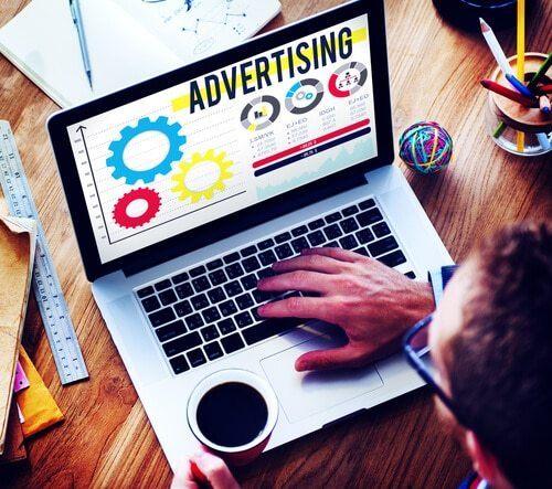 Für Nutzer erneut über Werbeanzeigen anzusprechen, müssen Cookies bzw. ein Pixel auf der Webseite vorhanden sein.